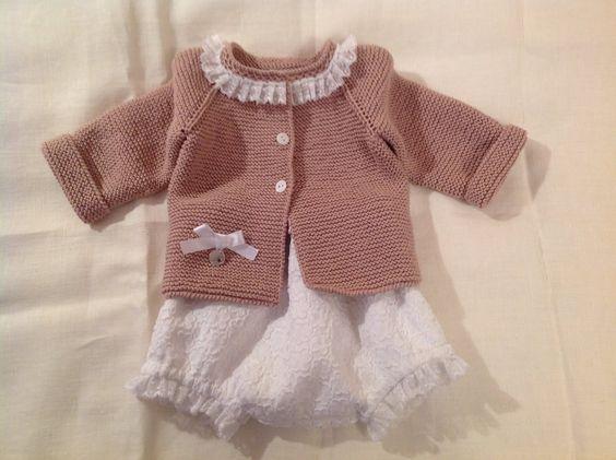Tan dulce y primaveral... Trajecito bebé en algodón 100%. By Sueños de Carlota http://www.xn--sueosdecarlota-snb.com/