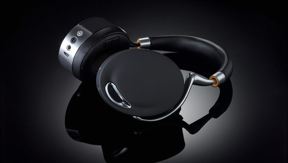 From touch panel controls to bone-conduction sensors, a new pair of Parrot Zik headphones designed by Philippe Starck puts old earbuds to shame.