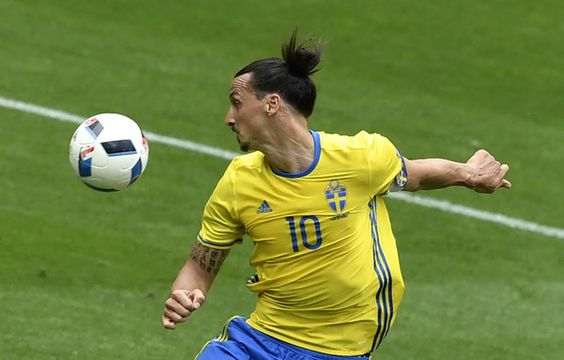 Sweden's forward Zlatan Ibrahimovic plays the ball during the Euro 2016 group E football match between Ireland and Sweden at the Stade de France stadium in Saint-Denis on June 13, 2016. / AFP / PHILIPPE LOPEZ