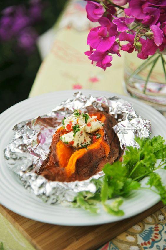 Süßkartoffel in Folie gegrillt   http://eatsmarter.de/rezepte/suesskartoffel-in-folie-gegrillt