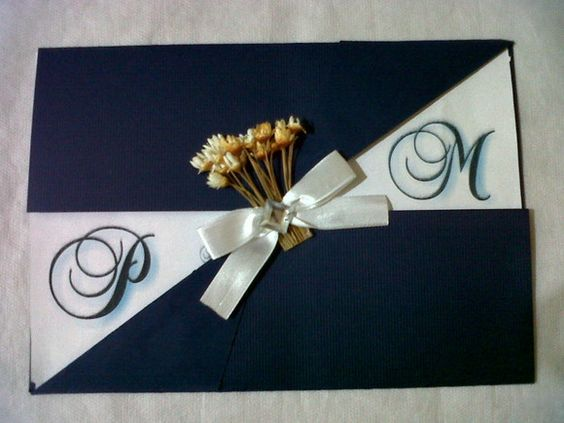 Convite feito em papel microtêle azul marinho, interios branco vergê R$2,50