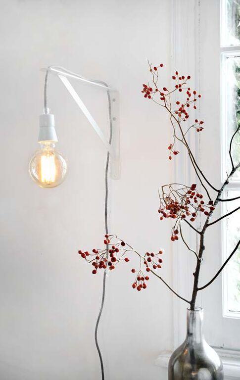 KARWEI | Zet je pronkstukken in het licht met dit wandlampje.