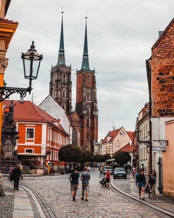 Wrocław, Ostrów Tumski ~~~~~~~~~~~~~~~~~~~~~~~~~~~~~~~ • • • • #poland #polandsights #igerspoland #polandphotos #toppolandphoto #wroclaw…