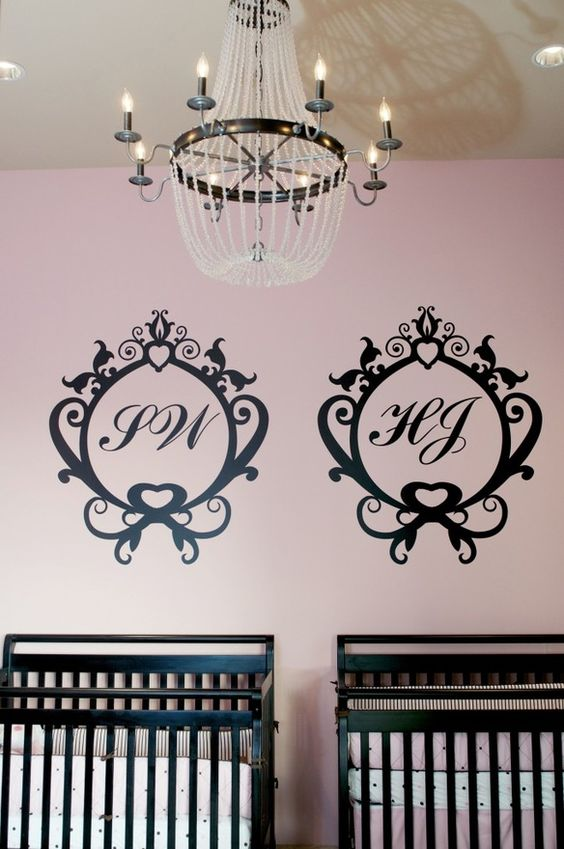 A pink and black color palette creates a fabulous nursery. #pink #baby #nursery