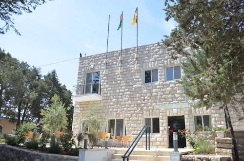 Talitha Kumi Guest House Beit Jala Offering buffet restaurant, Talitha Kumi Guest House is located in Beit Jala. Free Wi-Fi access is available. Bethlehem Church is 5 km away.  Rooms here will provide you with air conditioning.