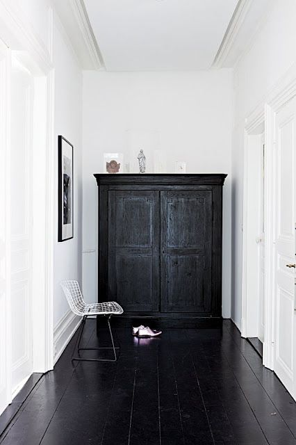 | white walls, black hutch | ♥ |