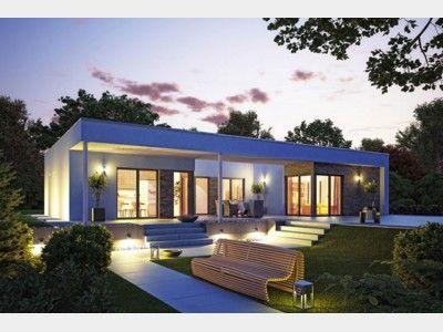Flachdachbungalow Modern flachdachbungalow mit großen glasflächen bungalow haus and house