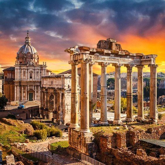 """""""Roma eh um tesouro inesgotável para amantes da arte e cultura. Um agitadíssimo centro com tudo do melhor para boêmios, modernos, glutões e fashionistas.…"""""""