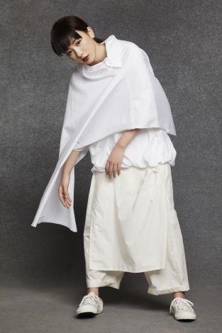 モードなファッションの永野芽郁
