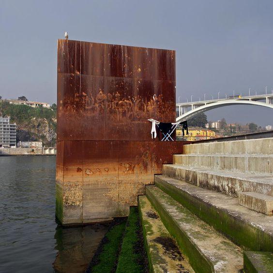 São Pedro da Afurada é uma freguesia do Município de Vila Nova de Gaia junto à Ponte da Arrábida, na margem do rio Douro.