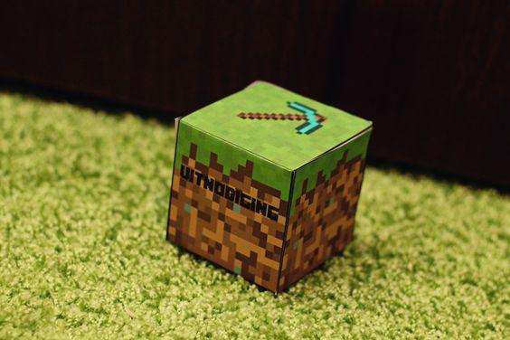 MizFlurry: Minecraft-feestje 2: kinderpartijtje: Minecraft-blokuitnodigingen (gratis printable), taart craften & goodie bags