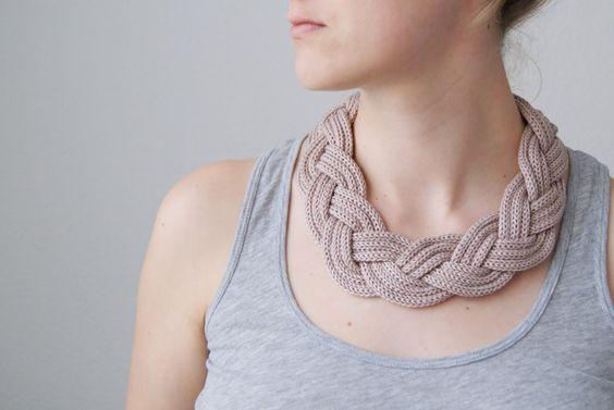 Ketten kurz - Strickliesel*Kette altrosa - ein Designerstück von Anja-Lieselotta bei DaWanda