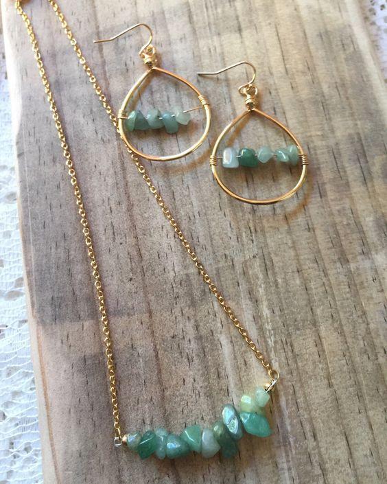 Green necklace Green earrings Jewelry set Natural gemstone jewelry Gemstone necklace Gemstone earrings Green chips necklace earrings