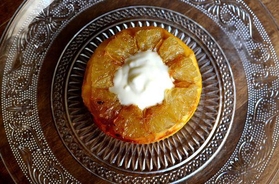 Pomelo caramelizado con yogurt natural https://novivedeensalada.wordpress.com/2015/04/12/mini-receta-pomelo-caramelizado-con-yogurt/