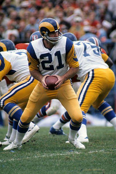 Quarterback John Hadl 21 Of The Los Angeles Rams Turns To Hand The In 2020 Los Angeles Rams Los Angeles Football La Rams Football