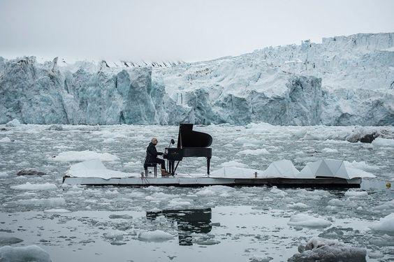 VIDÉO - Le 16 juin, l'ONG Greenpeace et le célèbre compositeur italien ont…