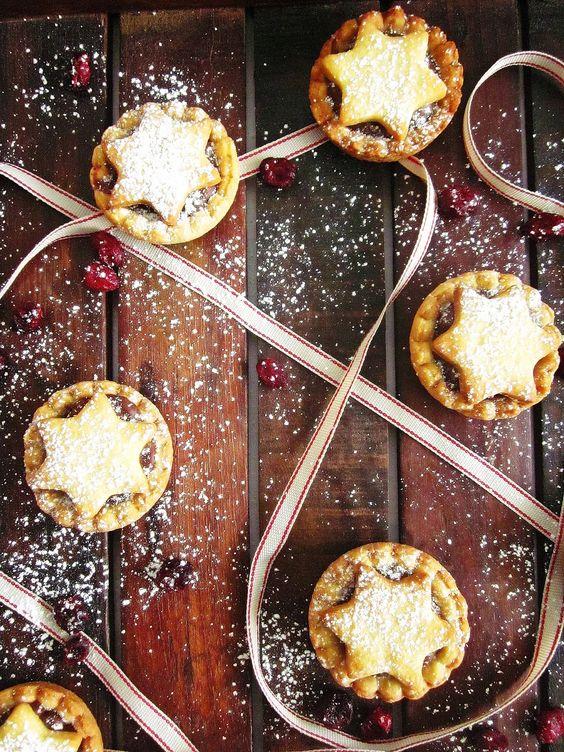 Julia Bakes!: Vorfreude oder: Schoko - Cranberry - Minipies - Rezept jetzt auch in der mealy-App!