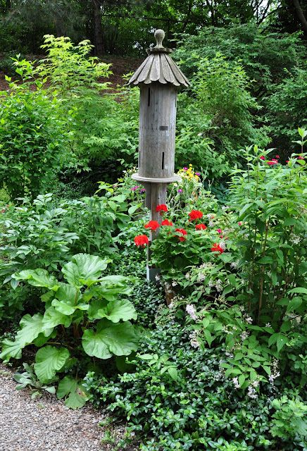 So pretty! Three Dogs in a Garden: Creating a Focal Point, Part 2