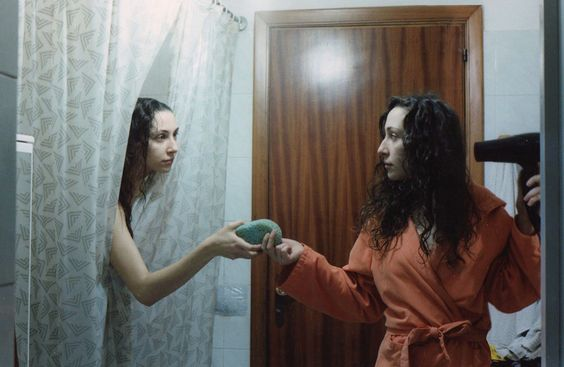Alessandra & Stefania Papagni, What it's like to be twins http://www.loeildelaphotographie.com/en/2016/10/15/article/159923160/alessandra-papagni-what-its-like-to-be-twins/