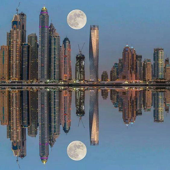 Vollmond über Dubai