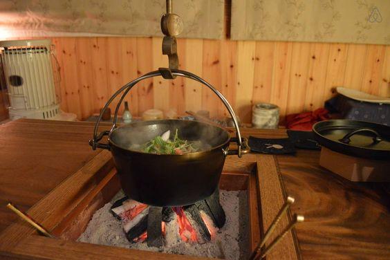 囲炉裏テーブルで鍋はいかが? Toasty warmth of the Japanese hearth table.