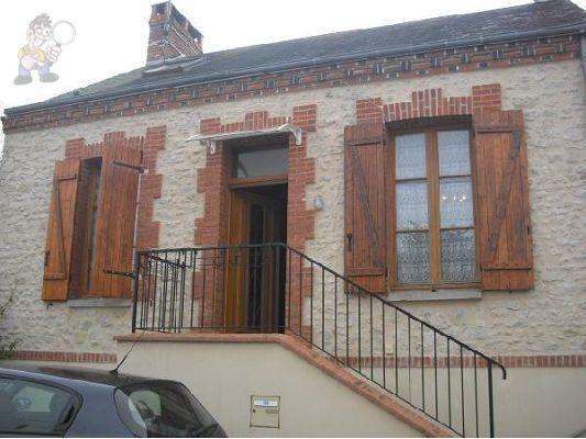 Maison ancienne rénovée comprenant, salon avec cheminée, séjour