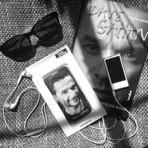 Selbst gestaltetes Case von @ depeche.mode.art auf Instagram. Design your own case here >> http://deindesign.com/de/design-your-own   #deindesign #designcase #dd #handycase #handycover #handyhuelle #smartphone #iphone #phonecase #case #cover #huelle #bag #tasche #depechemode #davegahan #music #headphones #sunglasses #kopfhörer #sonnenbrille