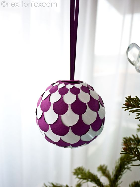 How to Make Pretty Woven Paper Baubles Christmas Ornaments with