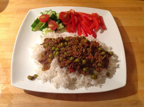 Slimming World Syn Free Beef Keema, rice & salad. From the Family Feasts on a Budget recipe book.