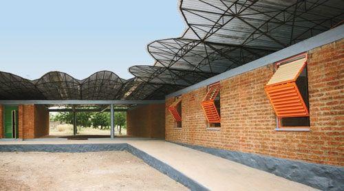 Dano School Overhangs