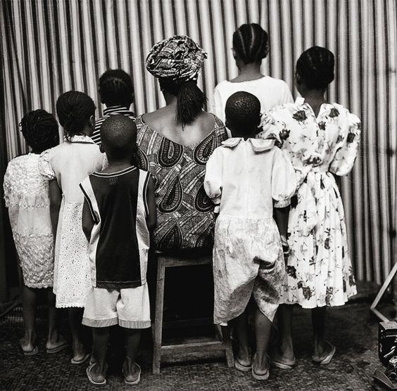 Malick Sidibé, Grande famille de dos, 2000