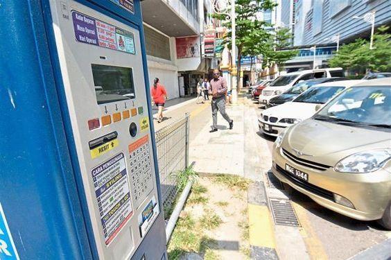DBKL naikkan caj parkir di KL 150 peratus berkuatkuasa hari ini dengan alasan kurangkan sesak dan galakkan orang ramai berkongsi kereta   BERKUAT kuasa hari ini caj di ruang parkir milik di Dewan Bandaraya Kuala Lumpur (DBKL) di daerah pusat perniagaan (CBD) akan meningkat sebanyak 150 peratus.  Kadar Parkir Di KL Naik Hingga 150 Peratus  Kawasan yang terlibat adalah Bukit Bintang Bukit Damansara Sri Hartamas Desa Hartamas Solaris Mont Kiara Taman Tun Dr Ismail dan Bangsar di mana 75 hingga…