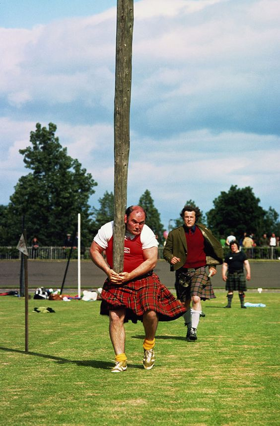 If you hire someone to do your yard work, you are probably not kilt material. | 14 Photos That Prove Real Men Wear Kilts
