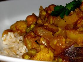 Domestic Divas Blog: Meatless Monday: Slow-Cooker Cauliflower And Potatoes With Indian Spices (Aloo Gobi)