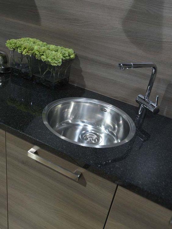Ook een ronde spoelbak past prima in een moderne keuken  Reginox  Keukens  # Wasbak Reginox_120204