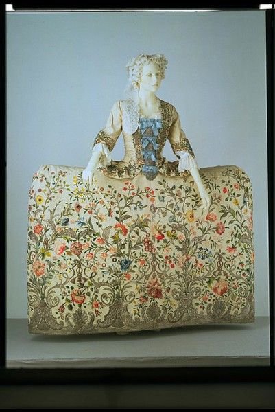 England, Great Britain (probably), 1740-1745, Silk, embroidered with coloured silk and silver thread. 'Court dress' was an exclusive and very ornate style of clothing worn by the aristocracy, the only people usually invited to attend at Court. The style of the robe is quite old-fashioned, and based on the 17th-century mantua.  This ensemble recalls a garment worn by the Duchess of Queensbury in 1740.: