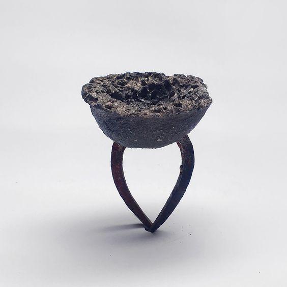 """Gioielli in Fermento 2016 – menzione speciale AGC : Marilena Karagkiozi """"Alilen grape"""" anello, ring:"""