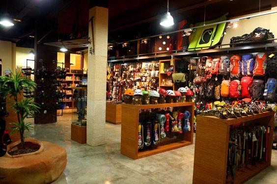 Vents de Muntanya es una #tienda especializada en ropa y material de montaña para actividades como el senderismo, la escalada, alpinismo, barrancos y trabajos verticales.