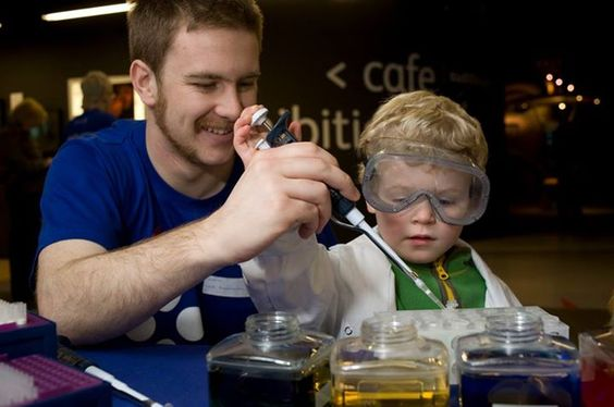 pop up science busking activity (Dundee Science Centre)