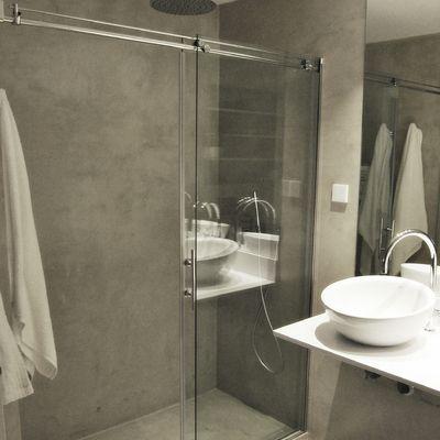 Ba o en microcemento con ducha de obra ba os banheiros - Bano con microcemento ...