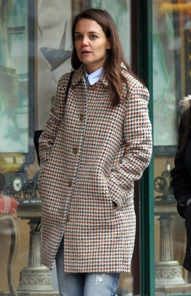 Katie Holmes walks with her friend around Manhattan.