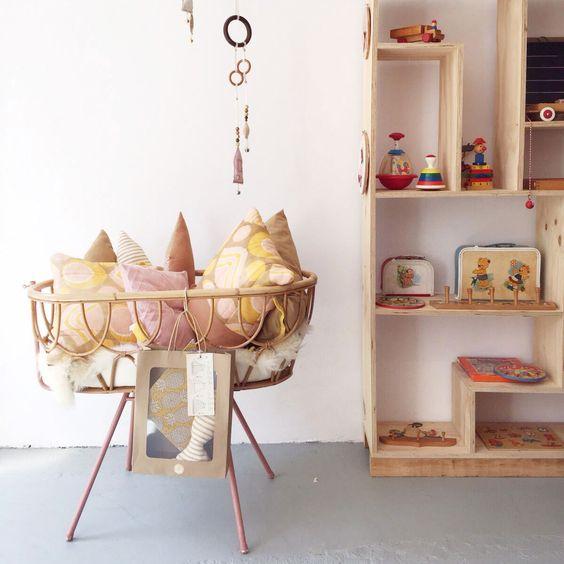 Achtung! baby in Den Haag tweedehands kinderkleding en vintage speelgoed