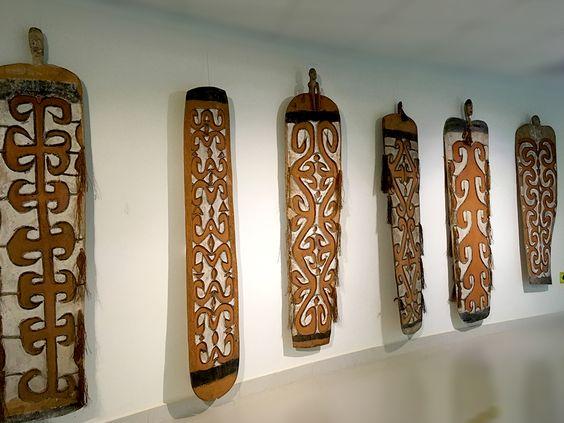 Щиты с символами охоты (Индонезия, о. Новая Гвинея, народ асмат, 1960-е гг.). Фото: Evgenia Shveda