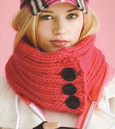 Pretty Pink Cowl... with a hidden pocket to hide keys, phone, wallet. On my knitting to do list!