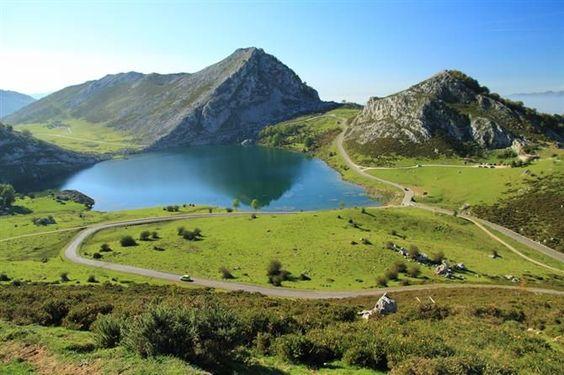 Lago Enol, Lagos de Covadonga, Asturias, España.: