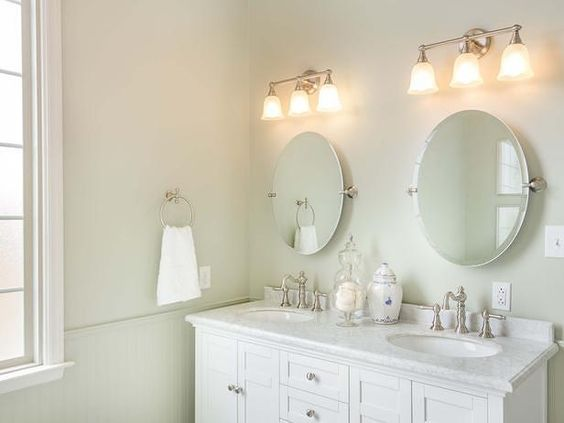 Vanity Lights Masters : Choosing the right vanity lighting is a very important feature of any master #bathroom. The ...