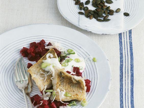 Fisch trifft Meer. Zander mit Meerrettich und Rote-Bete-Gemüse - smarter - Kalorien: 455 Kcal - Zeit: 50 Min. | eatsmarter.de