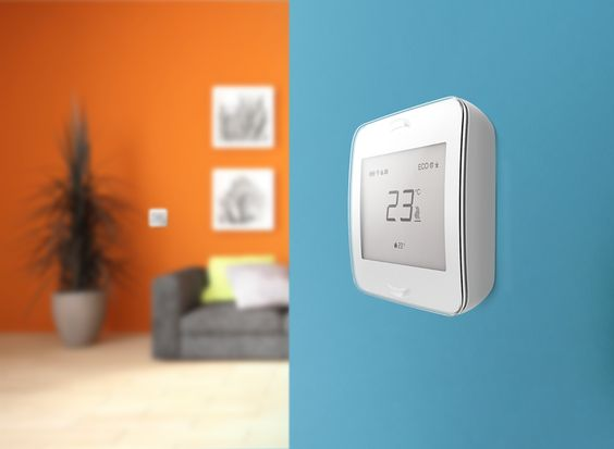 Air Patrol Smart Heat – an easy to use, wirelessly controlled clever home heating system. The system consists of our Room Unit controller, which manages the desired area. It measures air and ground temperature via infrared sensors and transmits them to the Central Unit. It's able to manage up to 10 heating elements. The Room Unit works on batteries and is connected to the system wirelessly. Autor: Mihkel Güsson, Sven Sellik