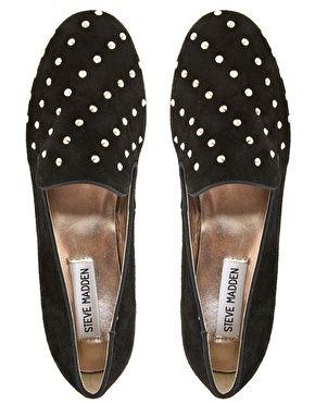 De magnifiques chaussures Bovuisace cloutées, la mode à tes pieds t'as vu.