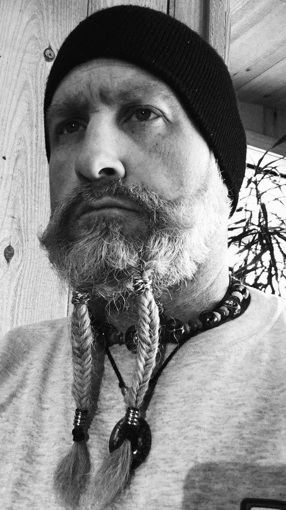Cüce sakal boncuk.  Örgülü sakal.  Uzun sakal.  Sakal bakımı  Koca Sakal  Sakal tasarımı  Sakal tarzı